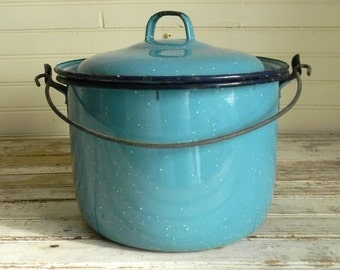 Vintage Blue Enamel Ware Pot With Lid, Cooking Pot, Blue Enamel Cookware, Farmhouse Decor, Blue Kitchen Decor, 1940s 1950s Metal Cooking Pot