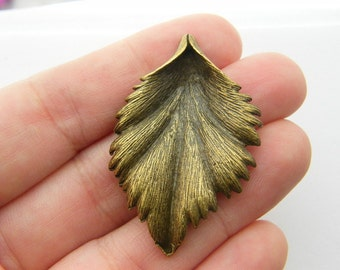 2 Leaf charms antique bronze tone BC23