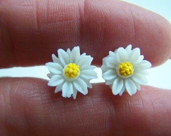 White Daisy Earrings - Lucite Resin Floral Stud Earrings Doodaba