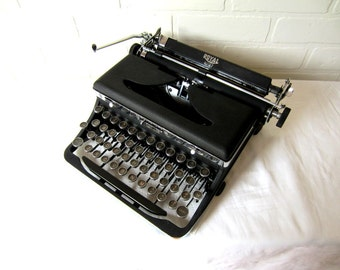 Royal Quiet Typewriter - Frederica - Professionally Serviced