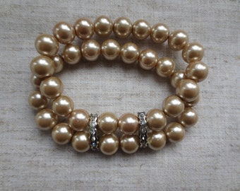 Vintage double strand stretch tea stain color pearl bracelet with crystal adornment. Lot of 1 brracelet.