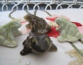 Lot of 4 Wade Frogs Bullfrogs Different Colors Whimsies Red Rose Tea Figures Wade Pottery