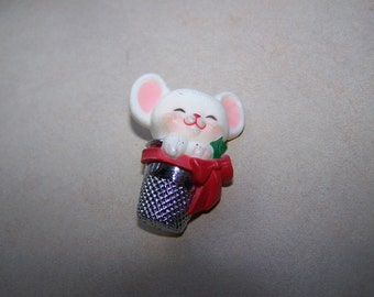 1984 Hallmark Mouse in Thimble Brooch Pin