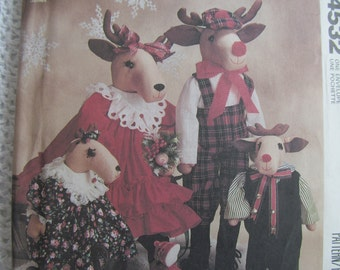 Vintage McCalls Crafts Pattern 4532 Christmas Guests Reindeer Family Dolls and Clothes Faye Wine