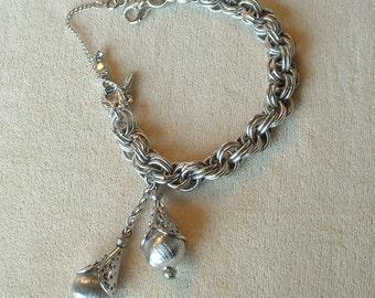 Goregous Vintage MONET Bracelet JEWELERS Tagged Signed Bracelet Silver Large Teardrop Dangle Filigree Capped Beads Link 1950's