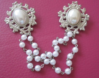 sweater clasp, silver tone, ornate wtih lage pearl like cabachon