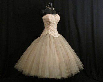 Vintage 1950's 50s Bombshell STRAPLESS Pink Champagne Embroidered Chiffon Tulle Circle Skirt Party Prom Wedding Dress Gown