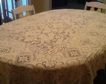 Off White Lace Tablecloth / Ecru Lace Tablecloth /Vintage Lace Tablecloth /Bridal Luncheon/ Wedding Gift