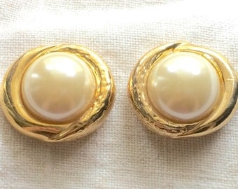 NOS New Old Stock Vintage Shoe Clips Classy Classic Bold Goldtone Off-Round Eyes Pearl Cabachon 1980s Taiwan Tag
