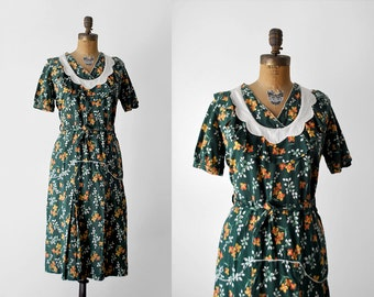 40's floral print dress. rayon. 1940's large dress. orange flowers. crepe. scalloped. 40 green dress.