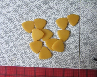 """10  BAKELITE,  MANGO 7/8"""" triangular chips, #20, no hole chips,CHARMS, finished Jewelry, Earrings, Pins, Jewelry supplies, Crafts,"""