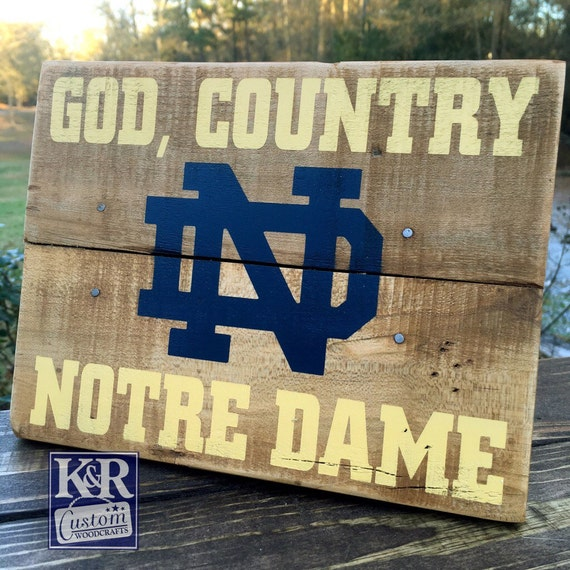 Notre dame sign fighting irish painted distressed barnwood for Notre dame home decor