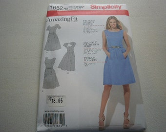 Pattern Ladies Dress 3 Styles Sizes 6 to 14 Simplicity 1652