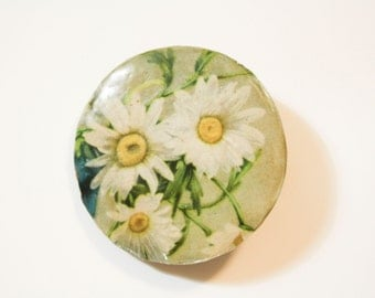 Daisy Decoupage Brooch