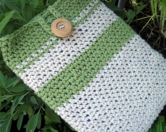 iPad/tablet sleeve in shades of creme and spring green