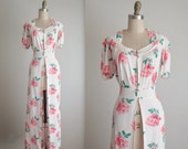 40's Dressing Gown  / 1940's Floral Rose Print Bridal Dressing Gown Robe M L
