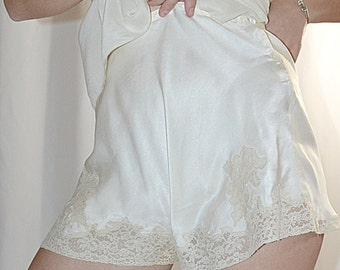 Vintage 1940s Ivory Silk And Lace Tap Pants 29 Inch Waist