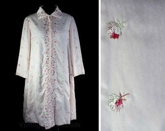Size 12 Satin Robe - 1960s Pretty House Coat - 50s 60s Femme Embroidered Pale Pink Satin with Strewn Floral Embroidery - Bust 38 - 46774