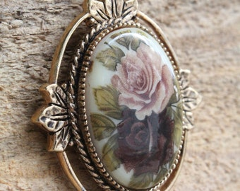 Vintage 1970s Sarah Coventry Victorian Rose Cameo Pendant Necklace