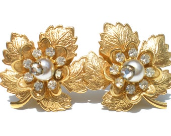 Hattie Carnegie Leaf Clip Earrings with Rhinestone Flowers White Pearl Accents Gold Tone Stamped Metal - Signed Vintage Jewelry