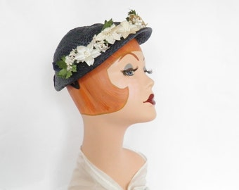 Vintage 1950s hat, navy blue with flowers