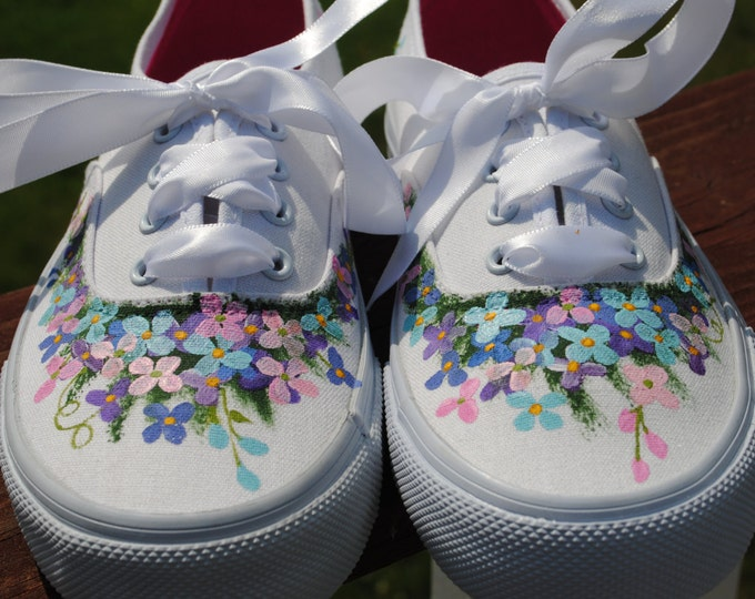 For Sale New Custom Hand Painted Flower Design size 6 - for sale