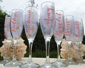 Set of 7 bridesmaid champagne glasses, personalized champagne flutes, personalized bridesmaid glasses