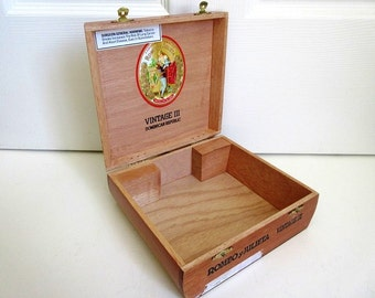 Wood Cigar Box, Romeo Y Julieta Medallas de Oro Vintage III