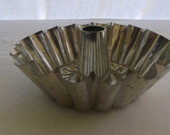 Vintage Mold, Tin Fluted Mold with Center Post