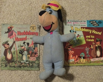 Vintage Huckleberry Hound Plush and 2 Golden Records with Yogi Bear and his friends #550 and #EP570, Hanna Barbera