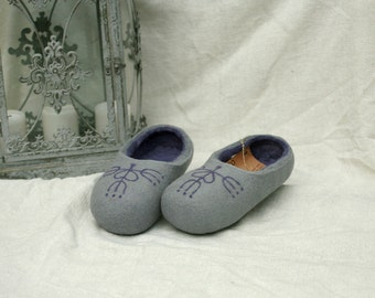 Handmade wool slippers grey and purple decor