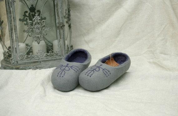 Handmade wool slippers grey and purple decor