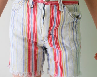 1970s VINTAGE Retro Blue Jean Shorts...kids size 8 10.....70s kids. shorts. acid wash. blue jean. killer. rad. jcpenny. preppy kids. hipster