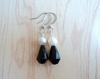 Earrings made with recycled plastic. Black and White.