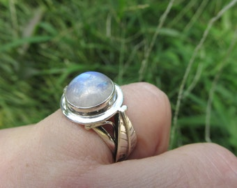 Very Beautiful Delicate Rainbow  Moonstone Ring, Size 7, 925 Silver
