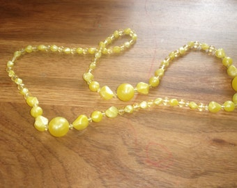 vintage necklace yellow swirl lucite beads
