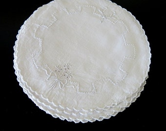 4 Round White Linen Doilies Madeira Embroidery 9 Inches Diameter 221b