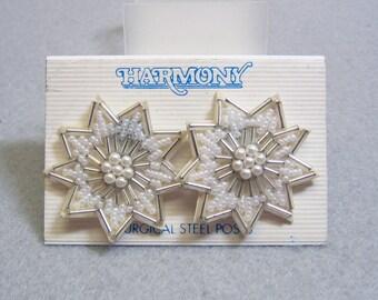 White Beaded Flower Pierced Earrings, Wedding Style, Vintage