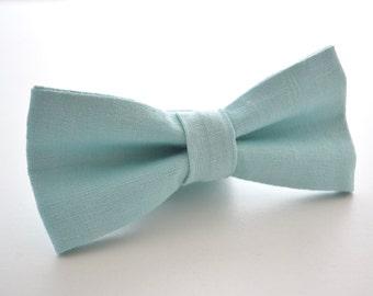 Mens Bowtie in Light Blue Linen, Mint Bow Tie, Blue Bow Tie, Pale Blue Bow Tie, Pale Mint Bow Tie, Groomsmen Bow Tie, Wedding Bow Tie
