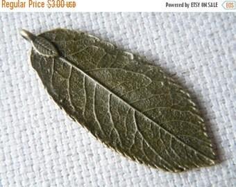 ON SALE 5 x Antique Bronze Brass Natural Leaf Pendant Charm Leaves