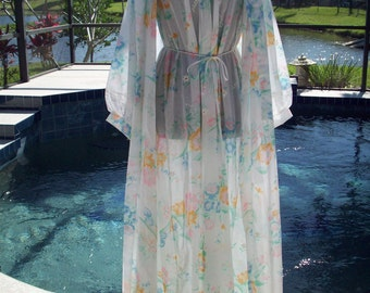 Vintage Daint Floral Two Piece Nightgown and Cover Robe