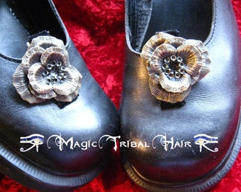FLOWER SHOE CLIPS Steampunk Neo Victorian hair jewelry 2 x antique brass hair flowers Gothic fascinator Boho Bride Wedding Gypsy hair clip