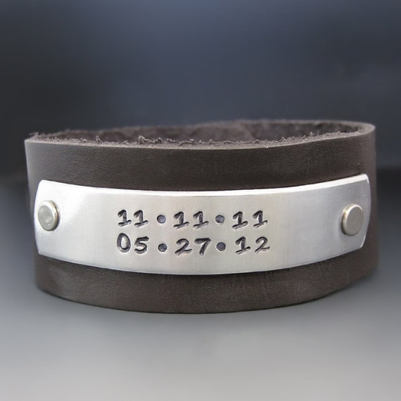Men's Personalized Leather Cuff Bracelete / Men Anniversary Gift /  Personalized Hand Stamped Bracelet /  Gifts for Him / Groomsmen Gift