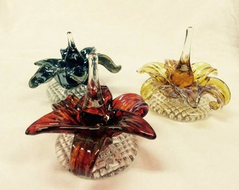 Sculpted Glass Flower Ring Holder