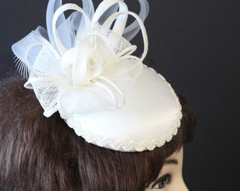 Ivory Bridal Fascinator,Ivory Wedding Fascinator, Wedding Hat,, Tea Party Fascinator, Bridal Shower, Garden Party, Pageant Headpiece