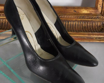 Vintage 1960's CustomCraft Black Leather Pumps - Size 7 1/2 AAA