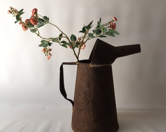 Vintage rusty 2 qt pitcher home decor flower vase primitive awesome style farm country barn ranch cottage decor
