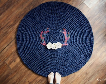 Antler and Floral Round Crochet Rug in Red Tartan