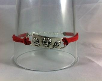 Skulls link bracelet with red suede cord