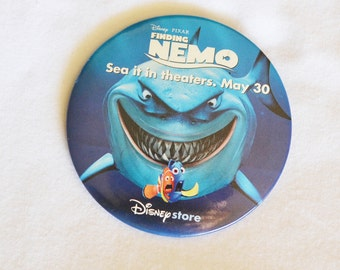 DISNEY pIXAR fINDING NEMO Sea it in  tHEATERS Collectable pin Badge, Item No. M118